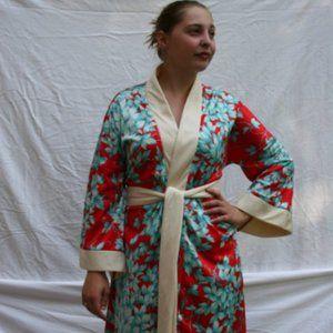 """Vintage 1970's Geisha style """"Jarvi"""" Housecoat"""